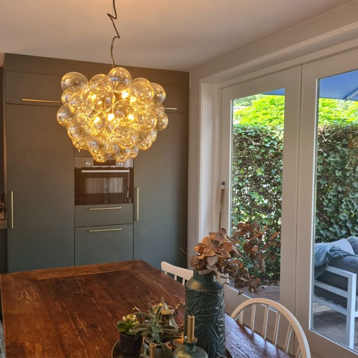 Art-Deco-hanglamp-zwart-met-Amber-glas-8-lichts---Uvas