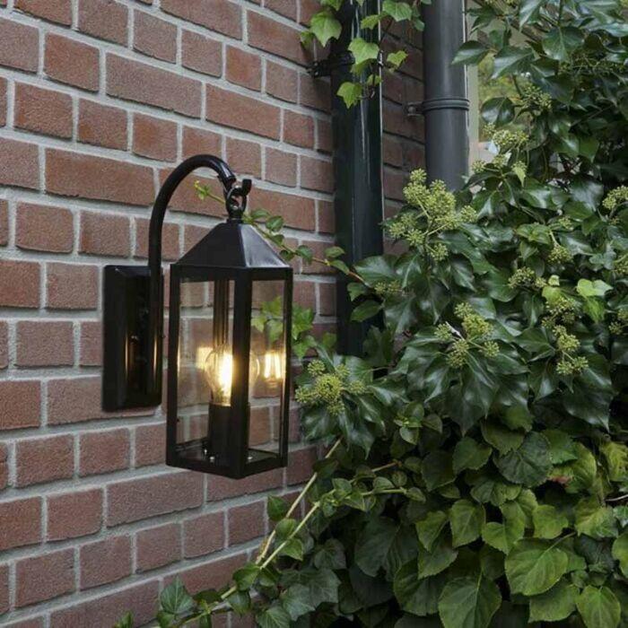 Landelijke-buitenwandlamp-zwart-IP44---Bussum