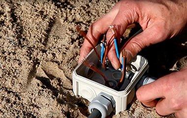 Tip 1: Bevestig een stukje grondkabel aan je spot